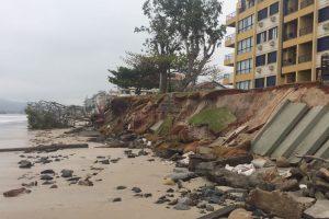 VÍDEO: Maré sobe e ressaca volta a atingir praias do Norte da Ilha