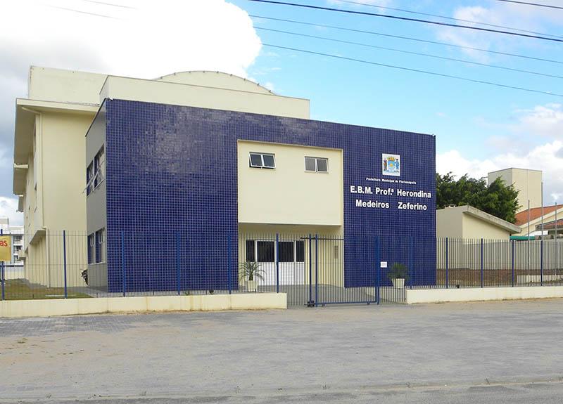 Escola Herondina realiza assembleia geral para explicar os motivos da greve