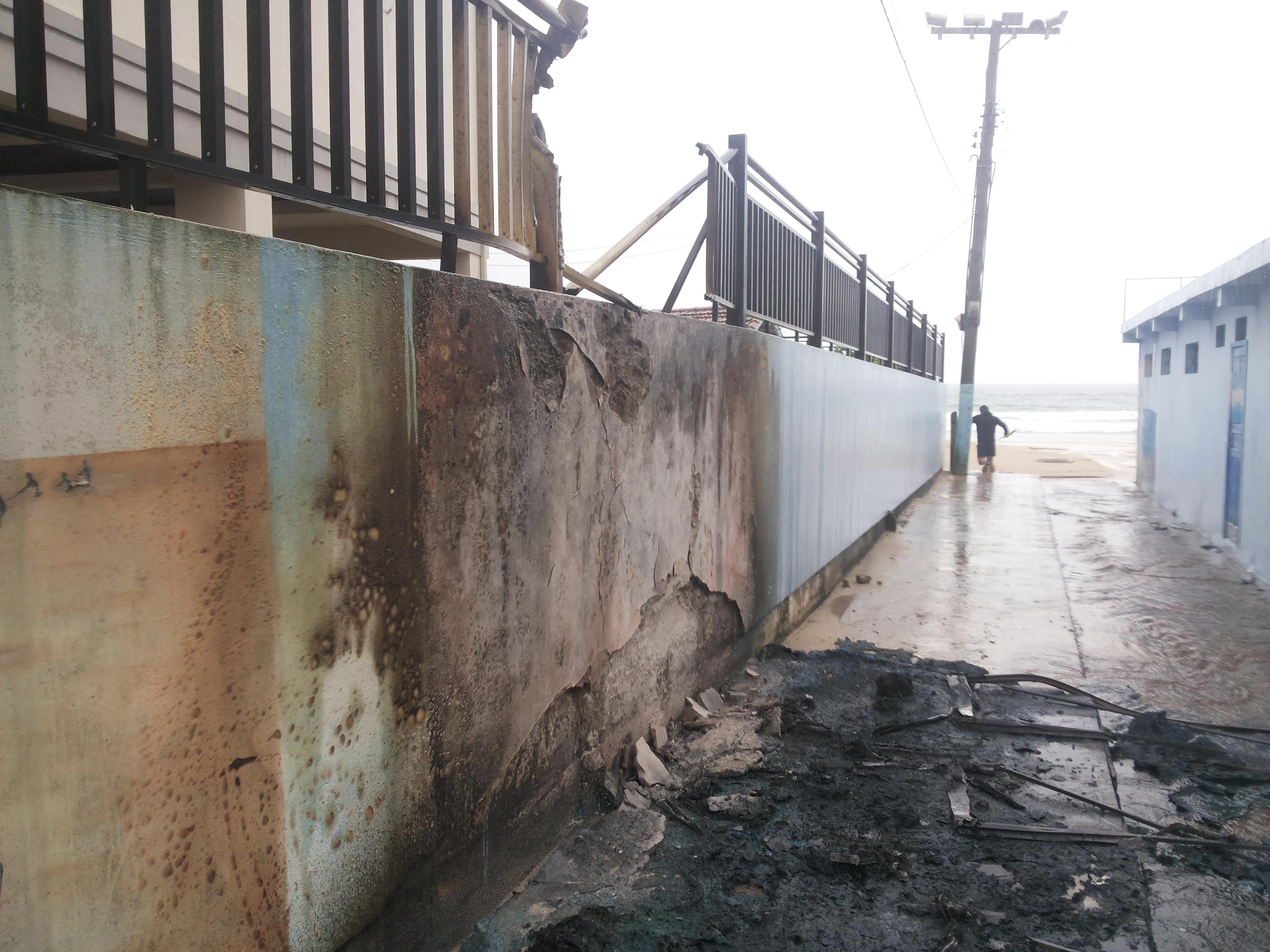 banheiros-fogo-ingleses-vandalismo-cerca
