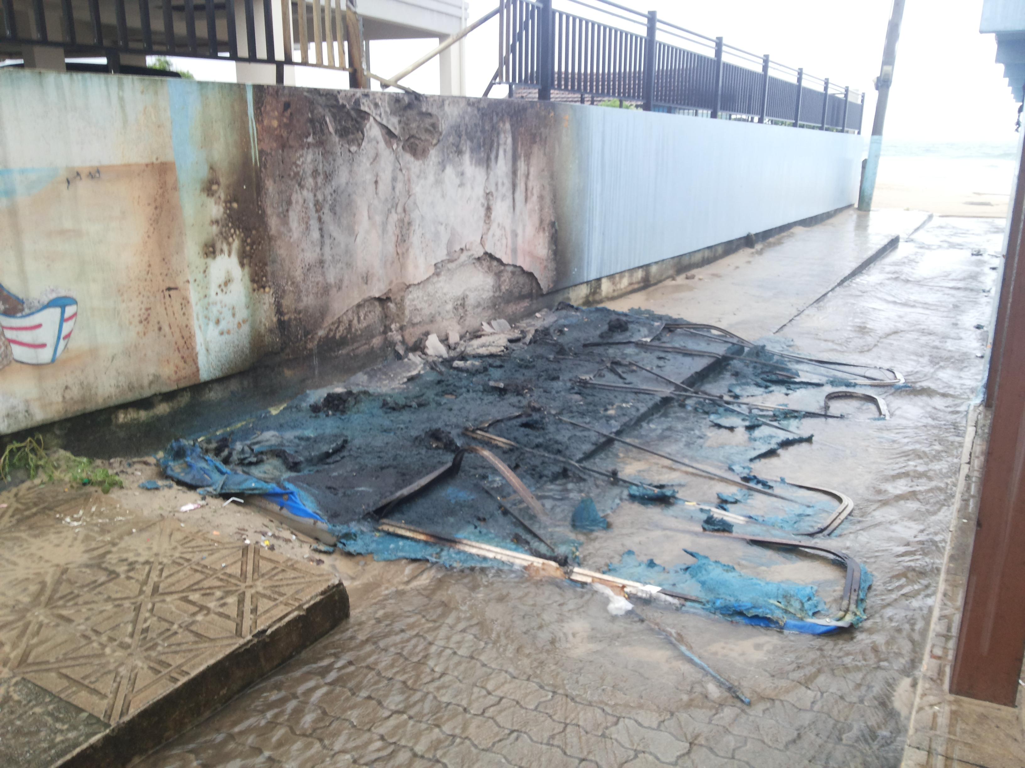 banheiros-fogo-ingleses-vandalismo