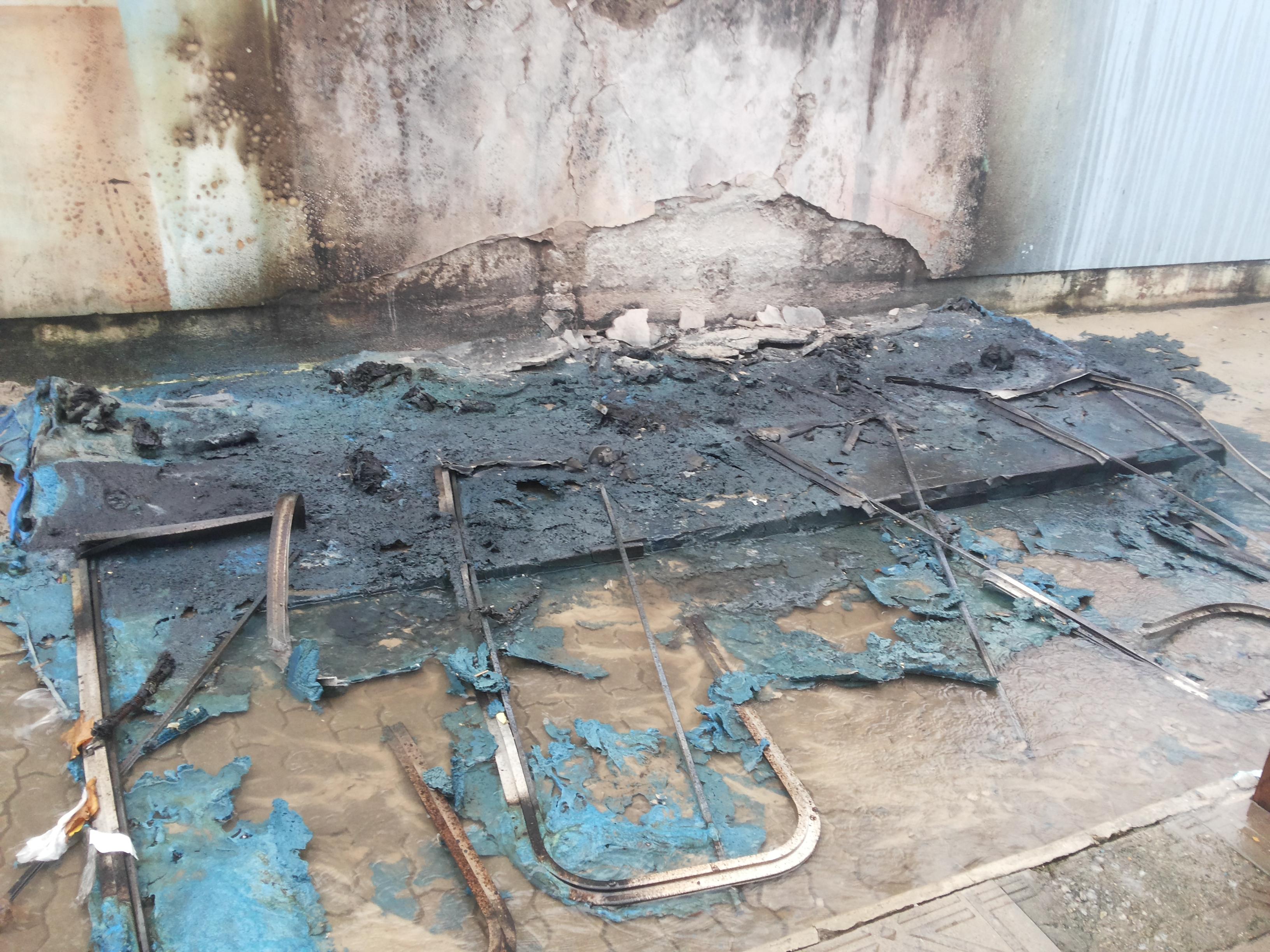 banheiros-incendio-ingleses-vandalismo