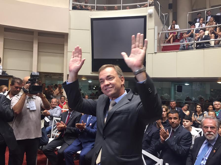 Gean toma posse e Gui Pereira é eleito presidente da Câmara