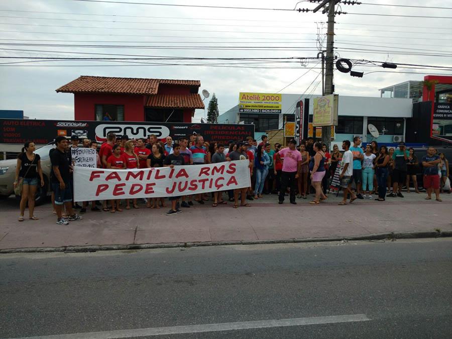 Manifestação pede justiça pelas vítimas do acidente com o Camaro