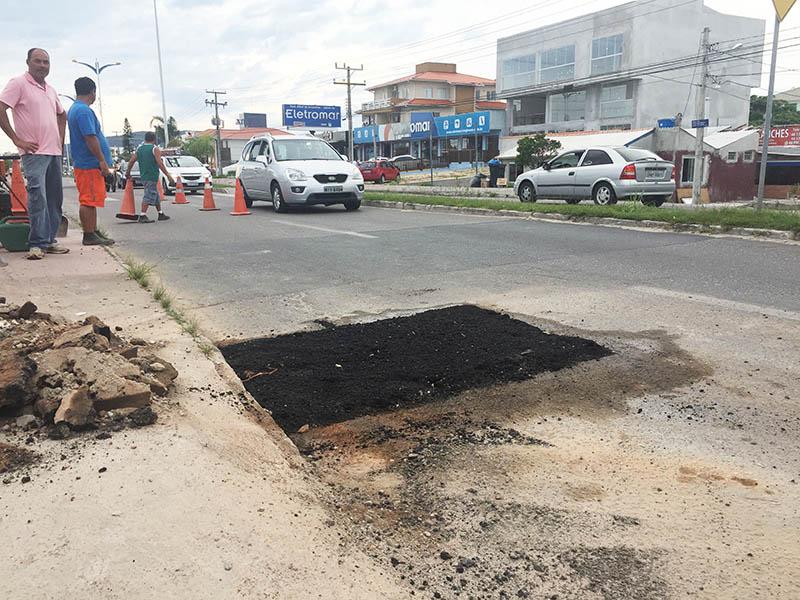 Prefeitura inicia operação tapa buracos na Praia dos Ingleses