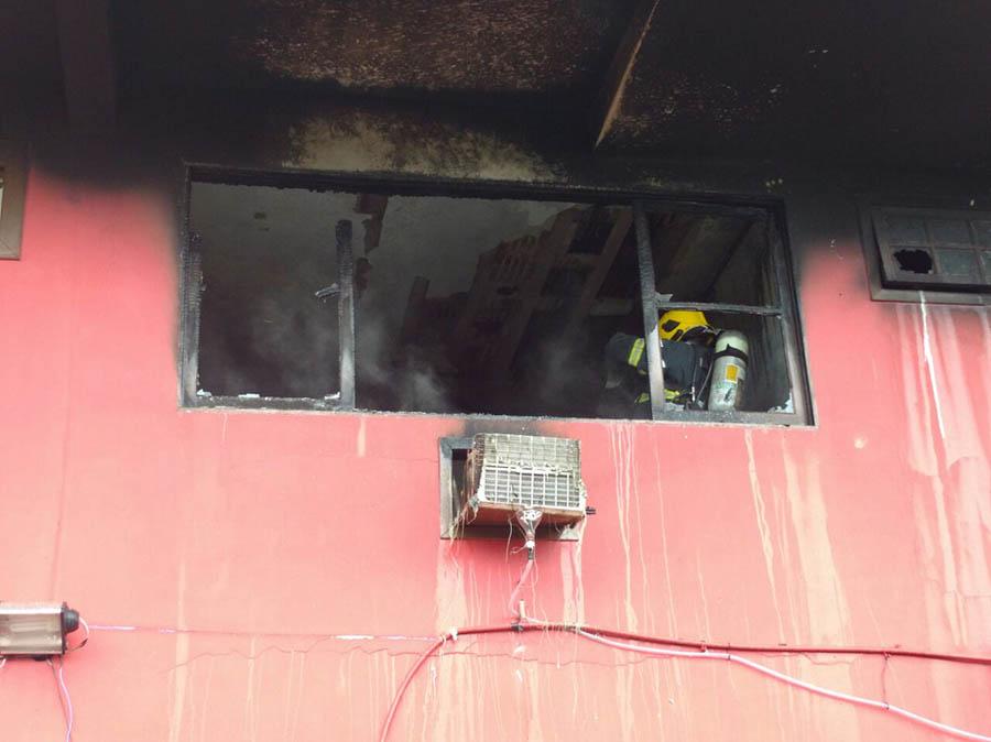 Incêndio atinge pousada na Praia do Santinho e destrói apartamento