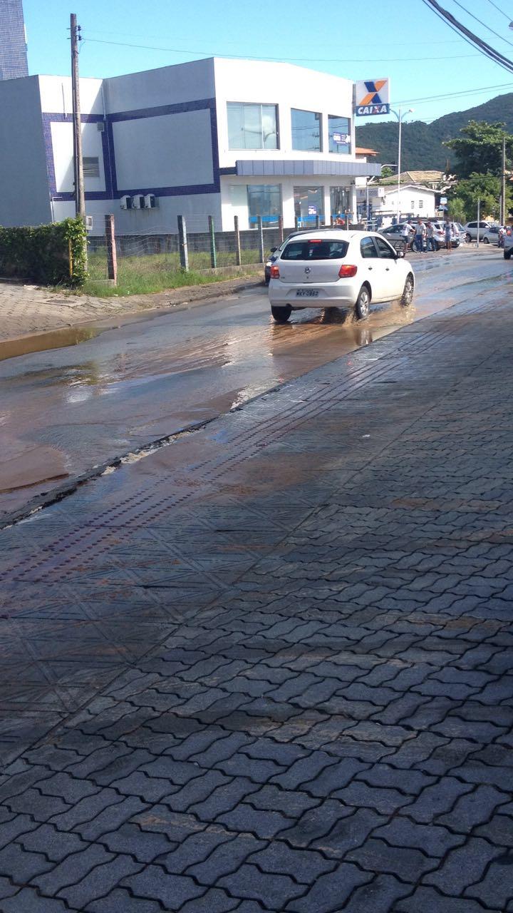 Rompimento de adutora deixa dois bairros sem água no Norte da Ilha