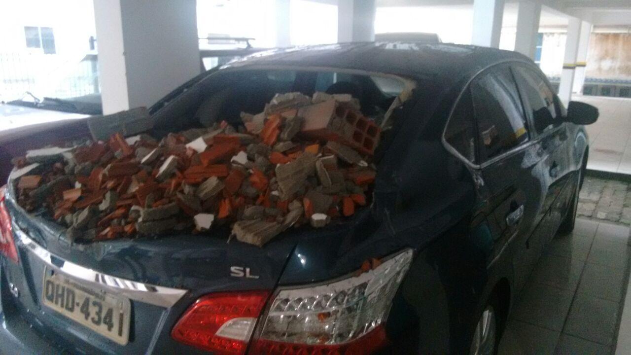 carro-esmagado