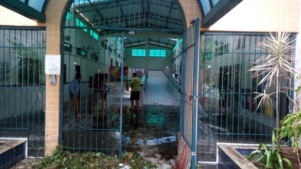 Escola Maria Tomázia suspende aulas por estragos no telhado e nas salas