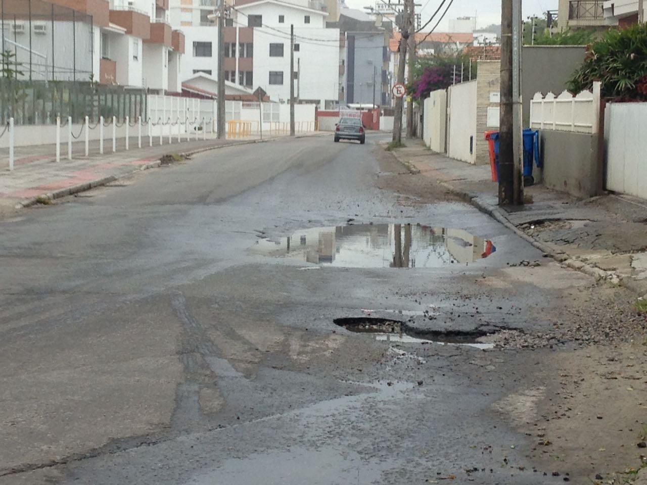 Casan diz que vai investigar novo afundamento de rua na Praia dos Ingleses