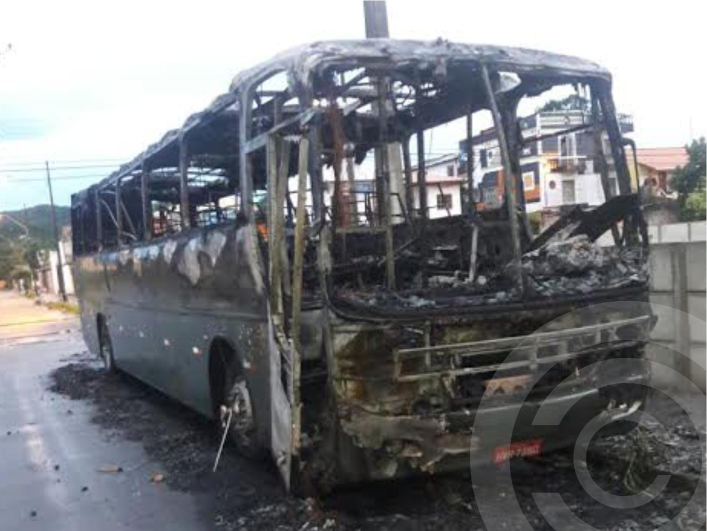 """""""Queria largar o ônibus queimado na sede do governo do Estado"""", diz proprietário"""