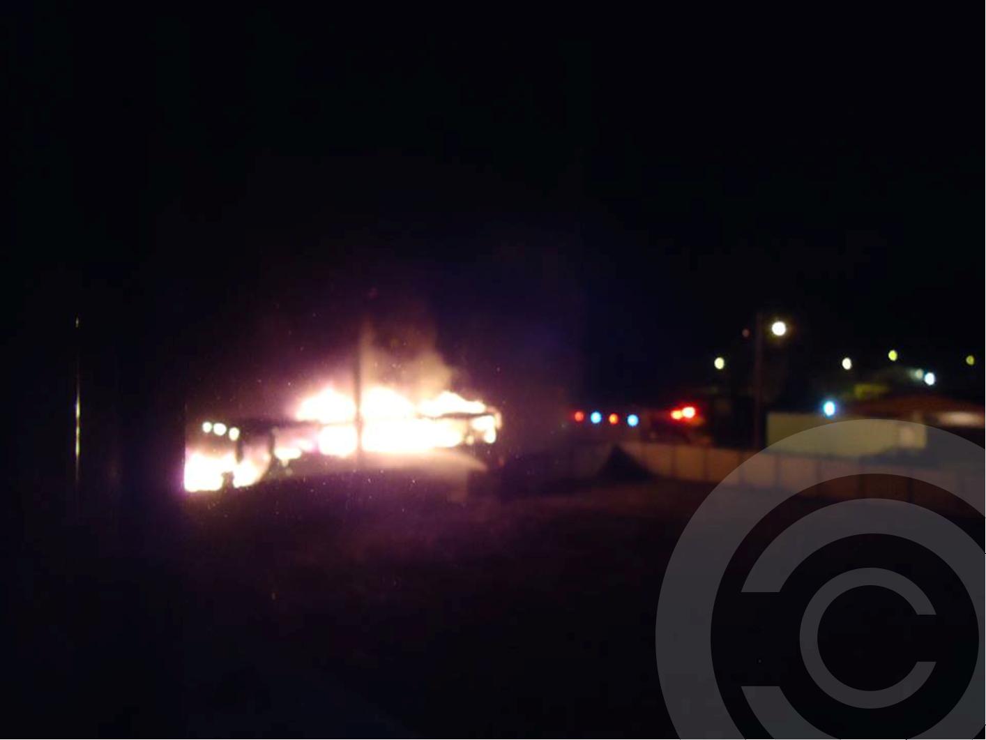 Ônibus é incendiado por criminosos em atentado durante a madrugada no Norte da Ilha