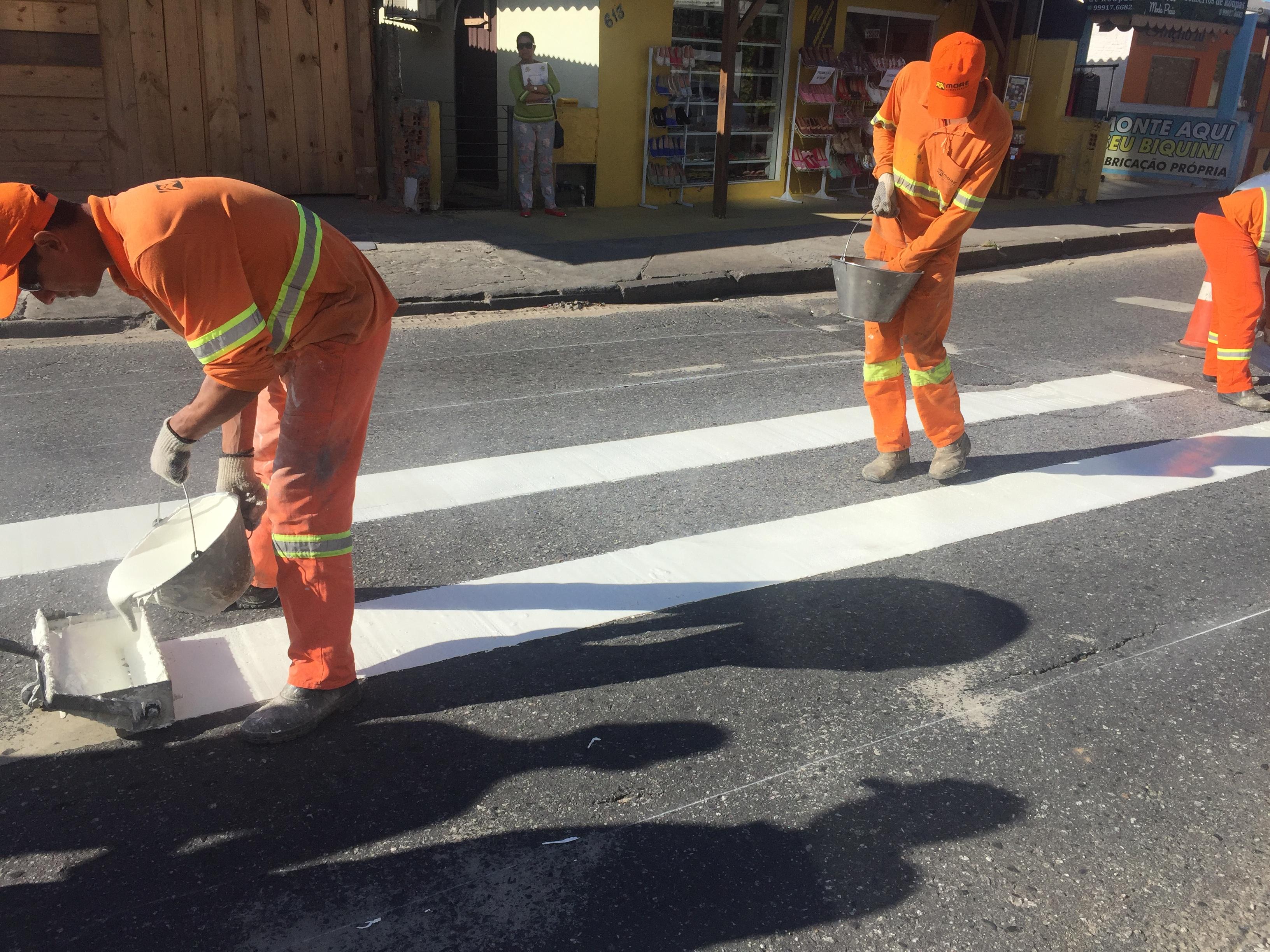 Pintura das faixas de pedestres é revitalizada em vias do Norte da Ilha