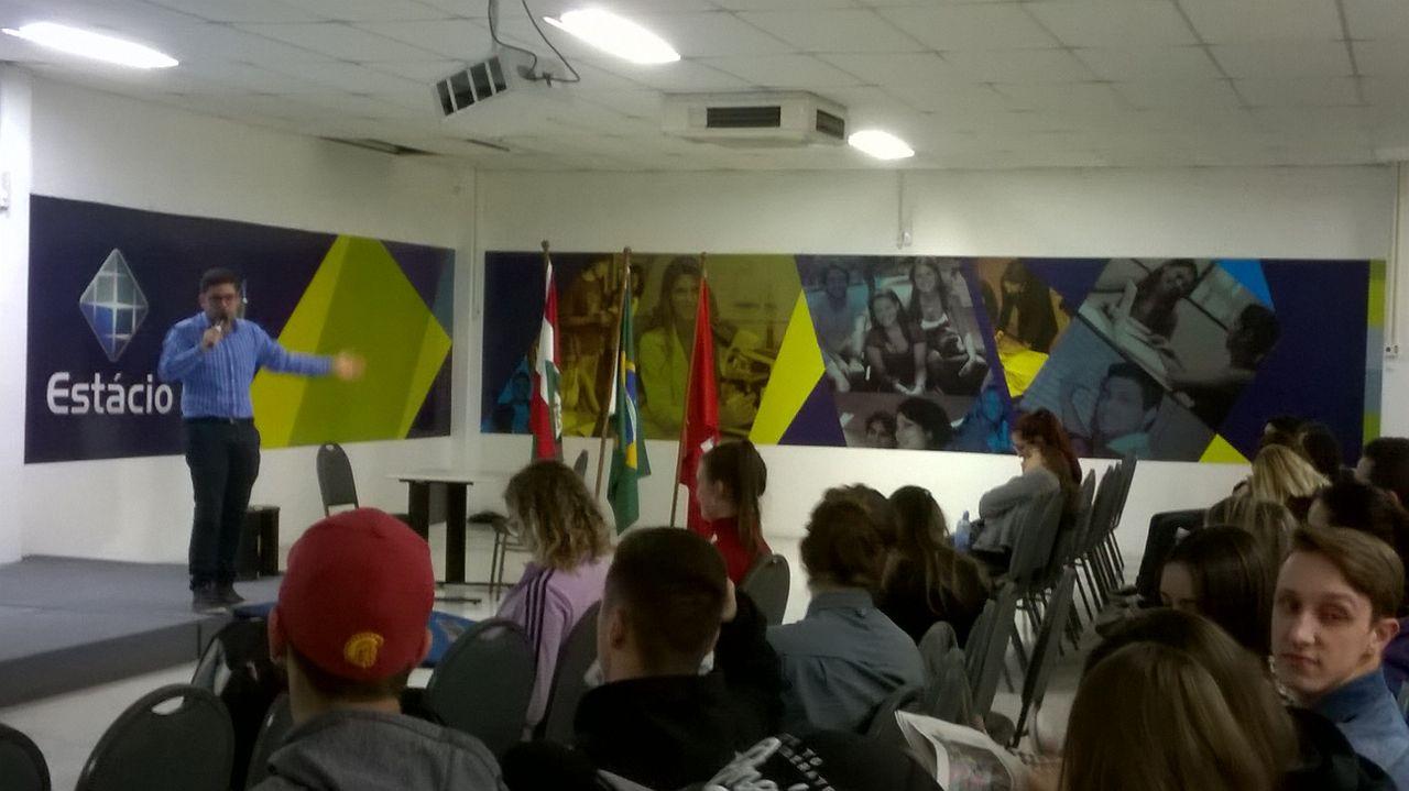 Jornal Conexão é tema de palestra para alunos do Jornalismo na Estácio