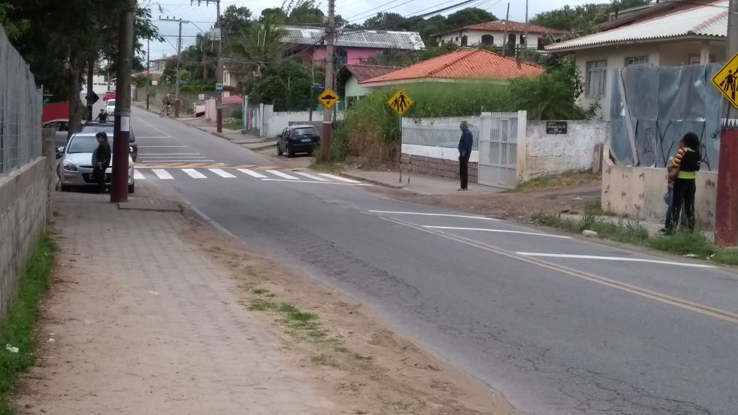 Sinalização é reforçada depois de atropelamento perto de escola municipal