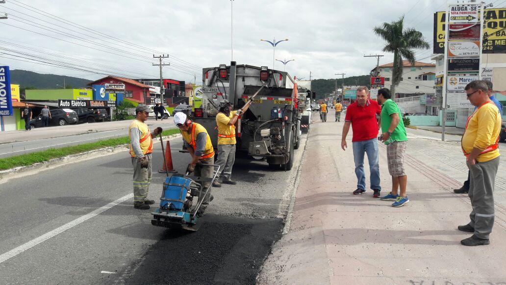 Prefeitura de Florianópolis inicia operação tapa-buracos com asfalto quente