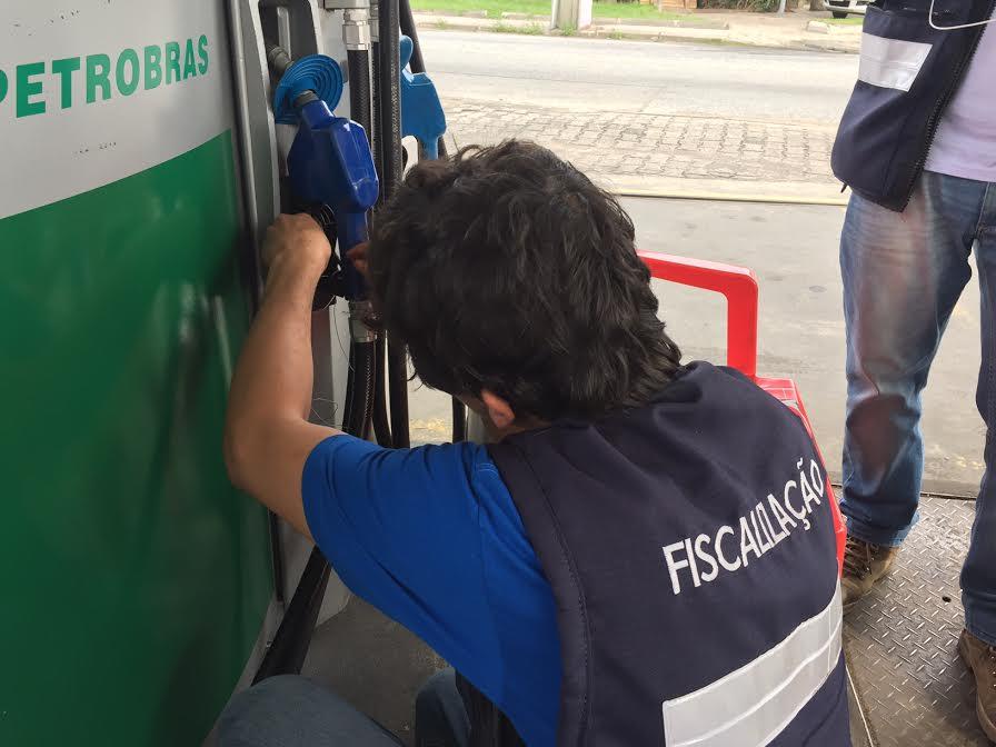 Posto tem bomba lacrada por dar gasolina a mais ao cliente nos Ingleses