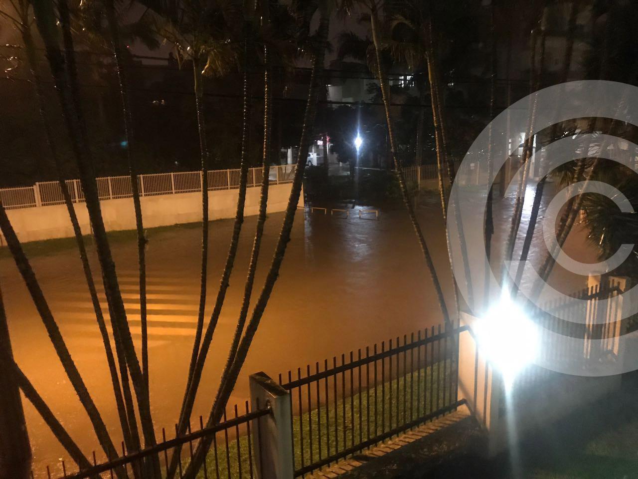 Ribeirão Capivari transborda e interdita ruas na Praia dos Ingleses