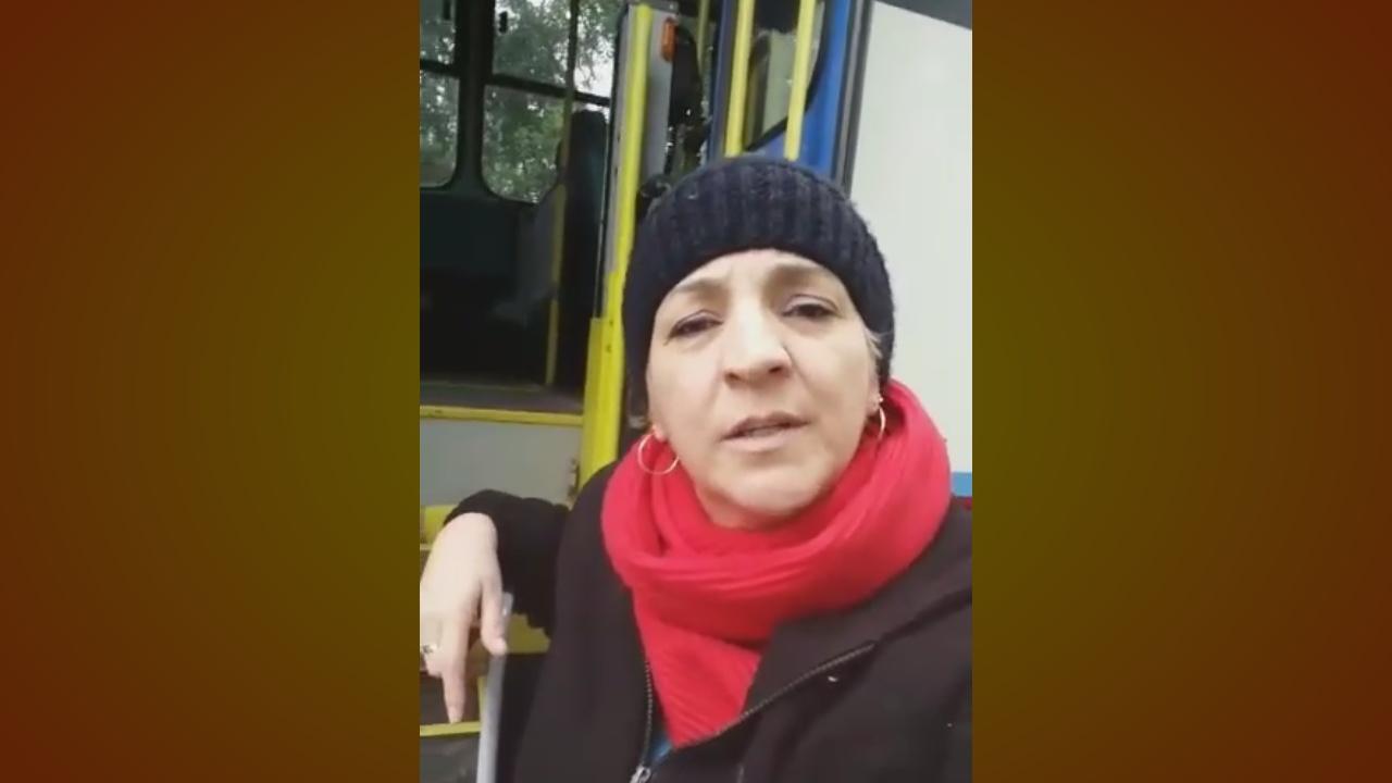 """VÍDEO: """"Me sinto um lixo da sociedade"""", diz cadeirante abandonada por ônibus"""