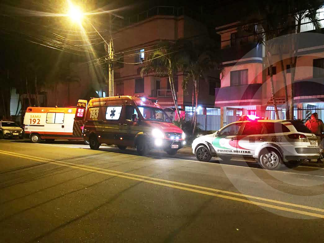 Homem é ferido com seis facadas em briga dentro de casa