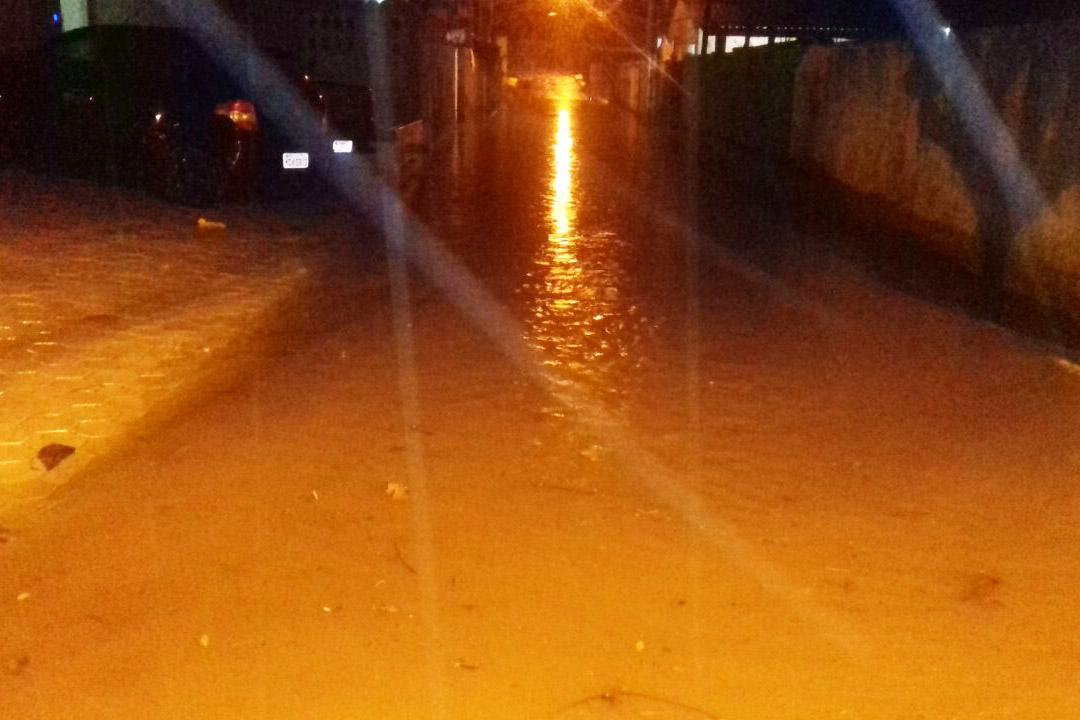 Chuva forte com granizo atinge o Norte da Ilha e causa alagamentos