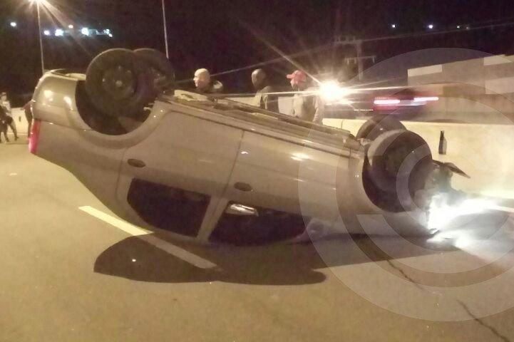 Sequência de acidentes interdita SC-403 na Vargem do Bom Jesus