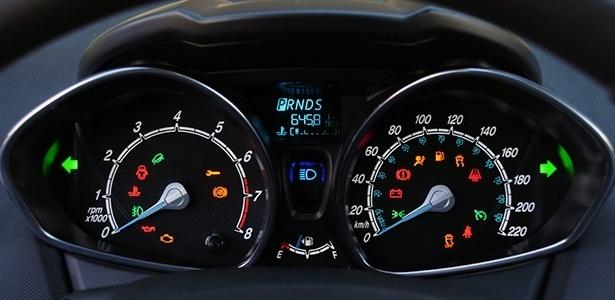 No dia do motorista, você sabe o significado de todas as luzes do painel do seu carro?