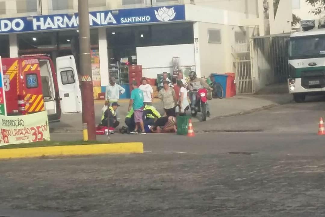 Acidente entre moto e bicicleta deixa mulher ferida no Norte da Ilha
