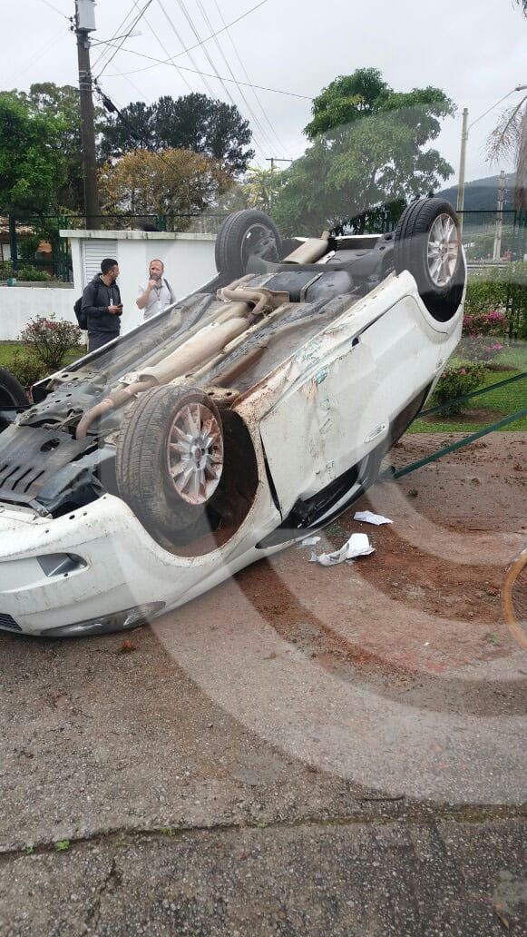 capotamento-tican-acidente-floripa-03