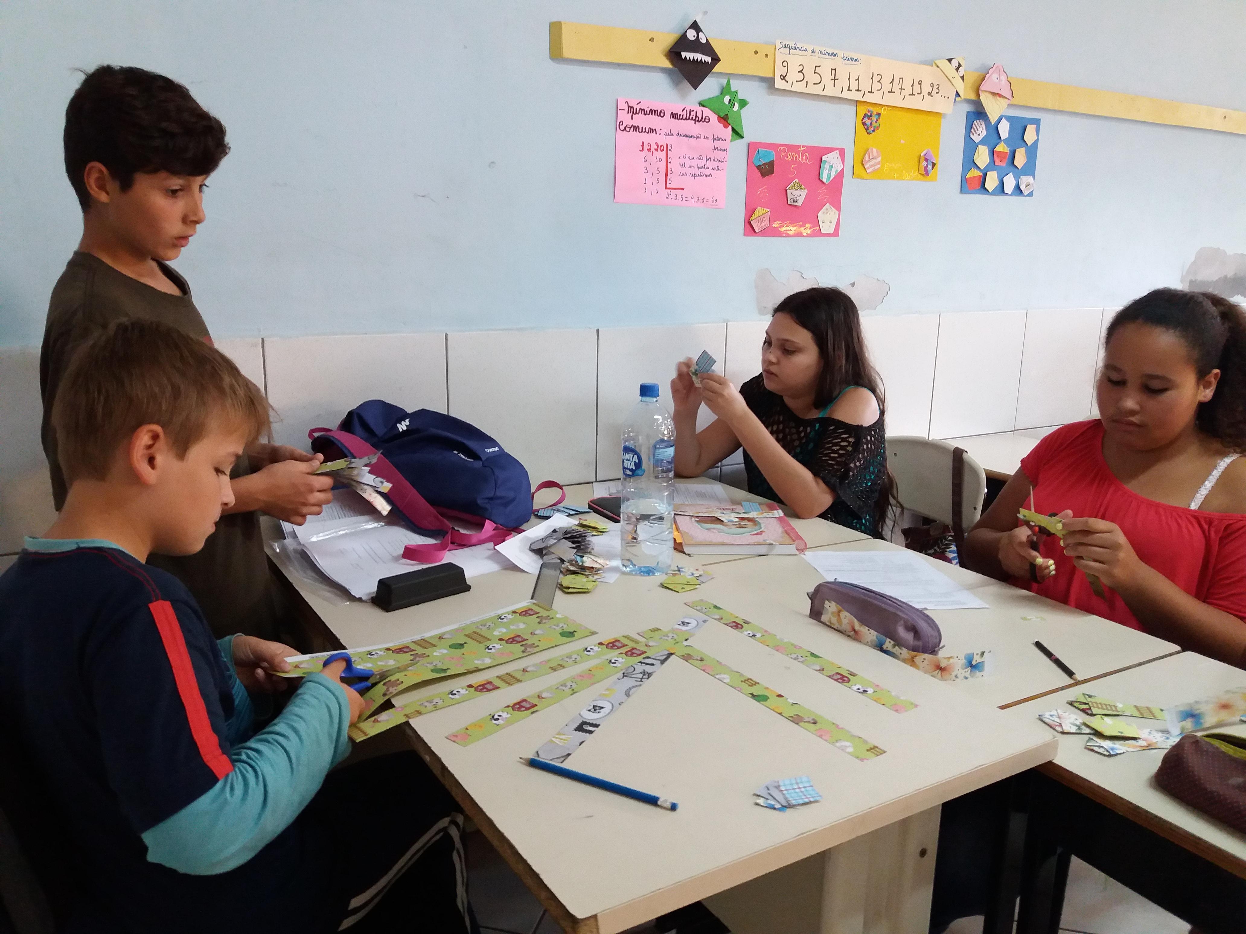 Maior escola municipal de Florianópolis sedia feiras de Matemática e Ciências