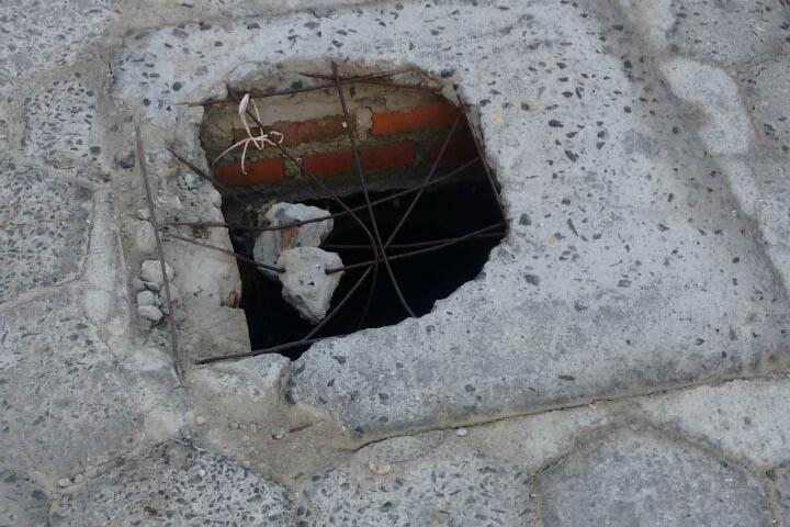 Intendência arruma tampa quebrada em rua, após pedido do Jornal Conexão
