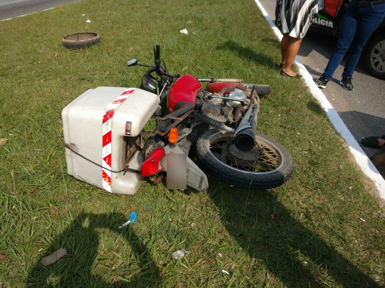 Mulher é atropelada na faixa de pedestres por motocicleta em Ingleses