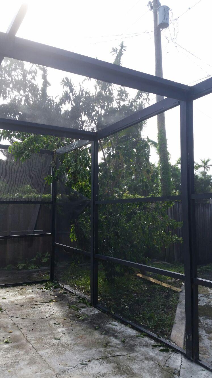 """""""Estou sem luz desde o início do furacão"""", diz moradora do Norte da Ilha"""
