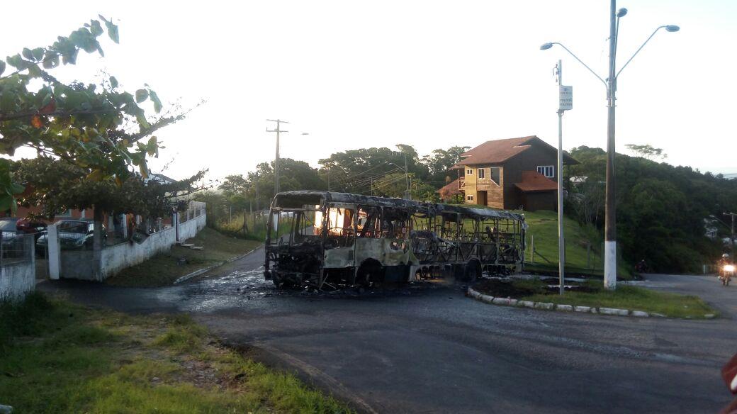 onibus-incendiado