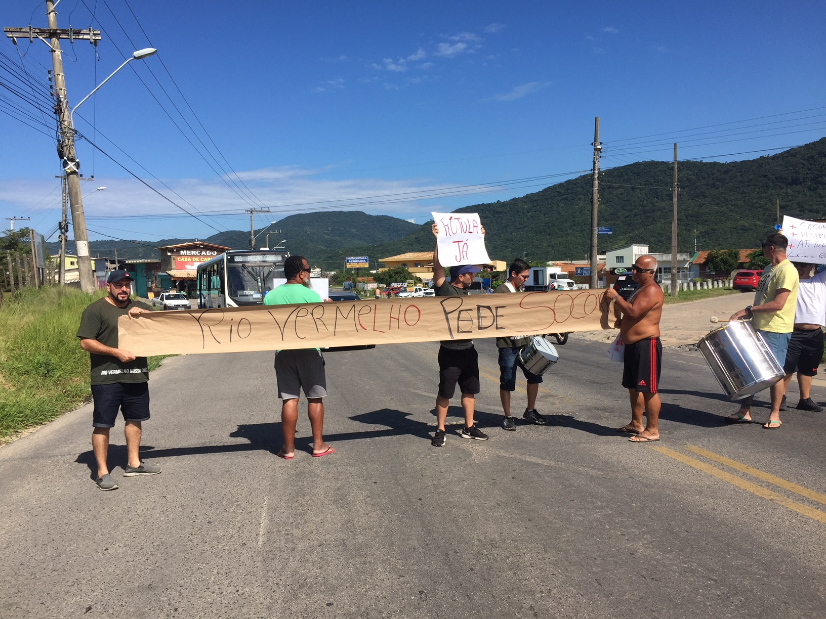 protesto-travessao-floripa-rotatoria-05