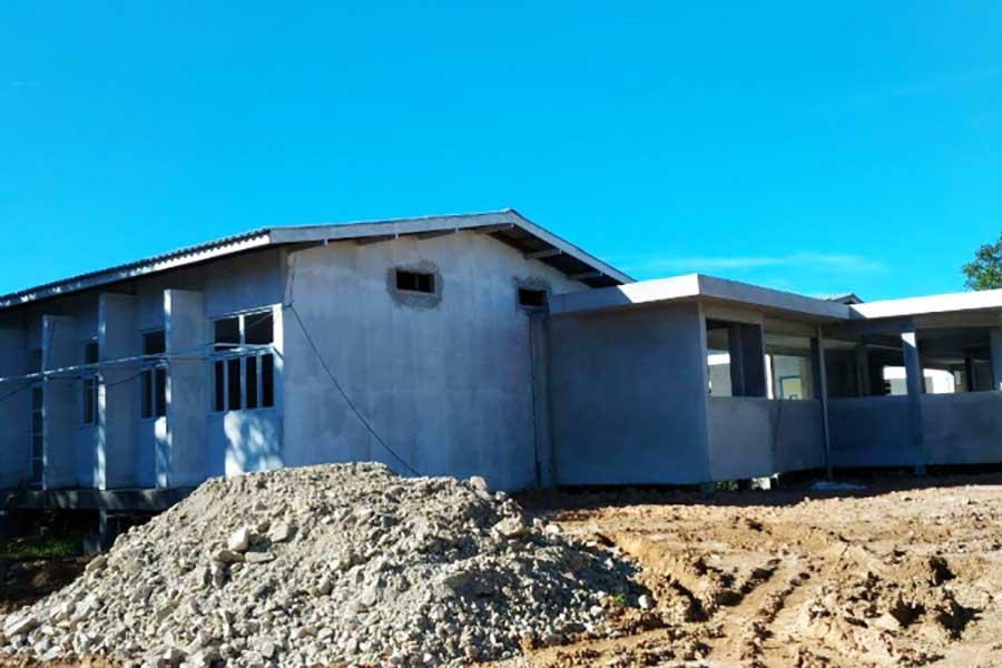 Obra de nova escola no Norte da Ilha está abandonada há dois anos