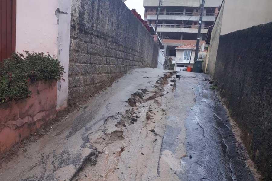 Recuperação do pavimento deve começar em breve, após obra do esgoto